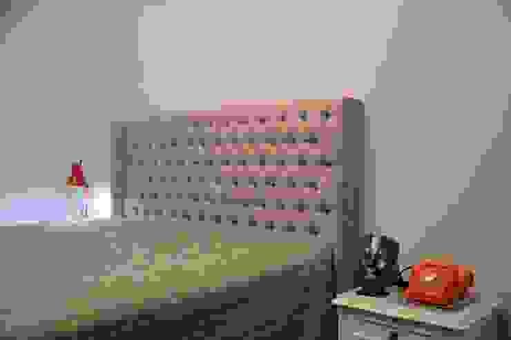 Quarto, Gabinete e lavabos arquiteta aclaene de mello Quartos minimalistas Madeira maciça Bege
