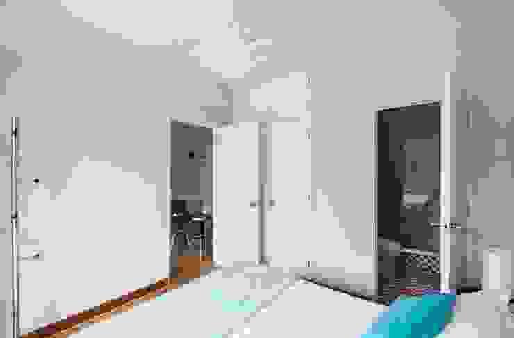 Dormitorios de estilo  de Crescente Böhme Arquitectos, Moderno Hormigón