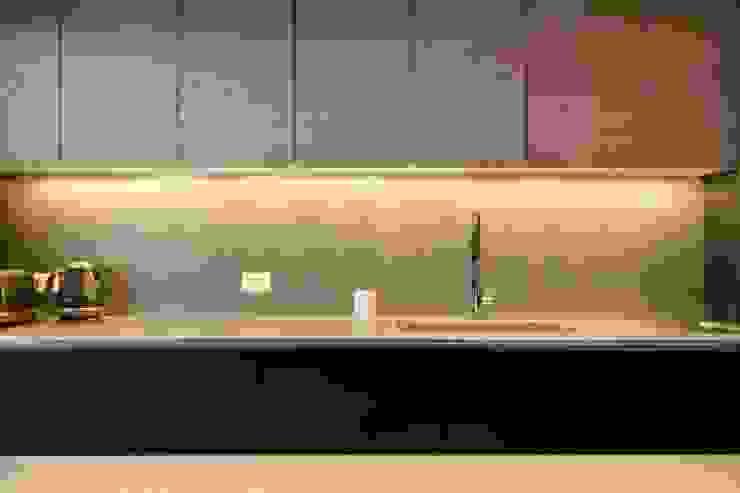根據 Crescente Böhme Arquitectos 簡約風 木頭 Wood effect
