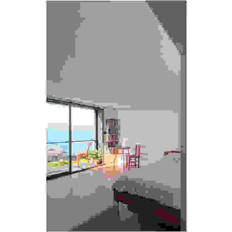 Acoplado Vagón Cartagena Dormitorios de estilo moderno de Crescente Böhme Arquitectos Moderno Tablero DM