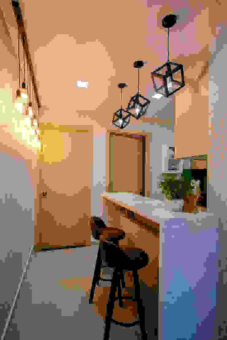 Căn hộ chung cư Oriental Plaza Âu Cơ: Châu Á  by Công ty TNHH Nội Thất Sense Home, Châu Á