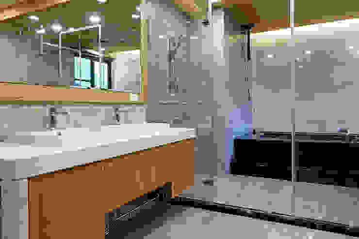 Kamar Mandi Modern Oleh houseda Modern Marmer