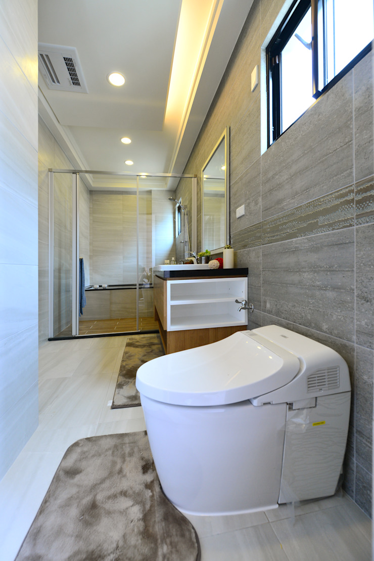 Modern Bathroom by houseda Modern Tiles