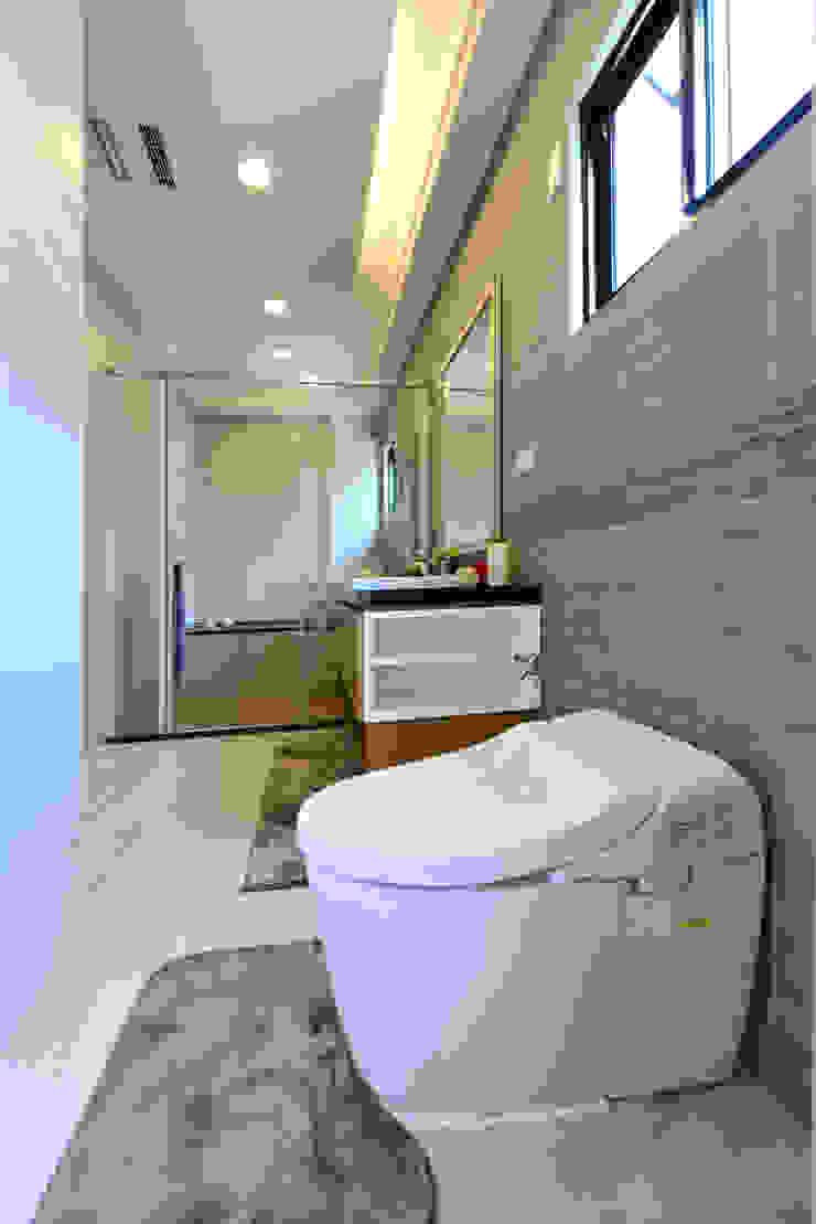 好事文元 現代浴室設計點子、靈感&圖片 根據 houseda 現代風 磁磚