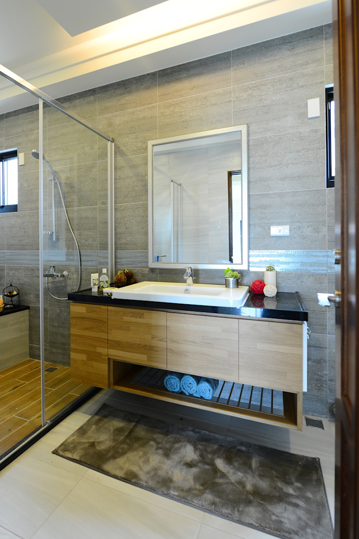 Modern Bathroom by houseda Modern Plywood