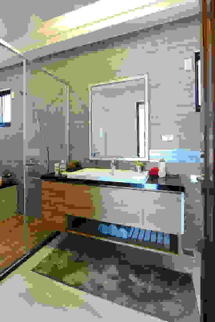 好事文元 現代浴室設計點子、靈感&圖片 根據 houseda 現代風 合板