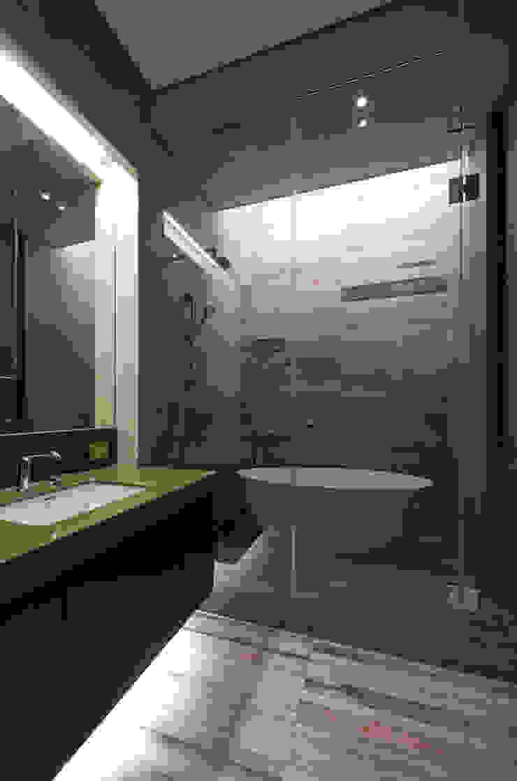 Design Tomorrow INC. Modern bathroom