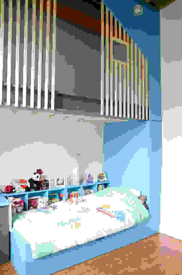 Aménagement d'une chambre d'enfants Chambre d'enfant moderne par Kauri Architecture Moderne Bois Effet bois