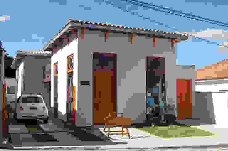 Fachada frontal (ateliê/loja) Hérmanes Abreu Arquitetura Ltda Casas pré-fabricadas Ferro/Aço Cinza
