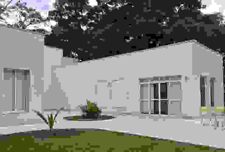Casa Aldeia do Alto Casas mediterrâneas por André Freitas Arquitetura Mediterrâneo