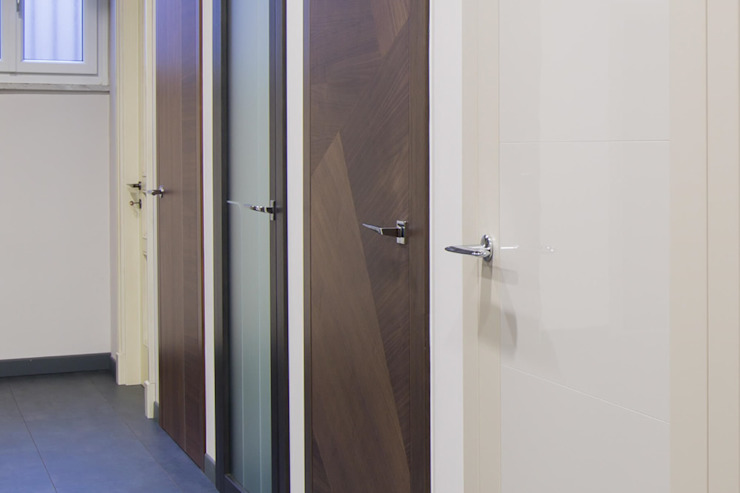Inside doors by FG FALSONE , Modern