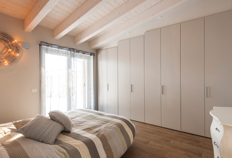 Classic style bedroom by Marlegno Classic Wood Wood effect