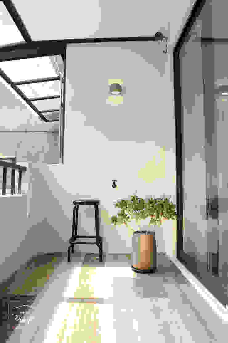 清晨的萊特-老屋翻新變身現代簡約居所 根據 酒窩設計 Dimple Interior Design 現代風 磁磚
