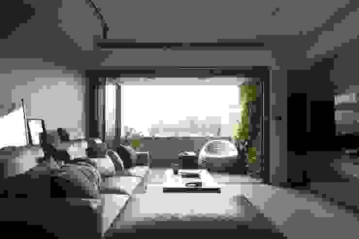 Varandas, marquises e terraços modernos por 鈊楹室內裝修設計股份有限公司 Moderno
