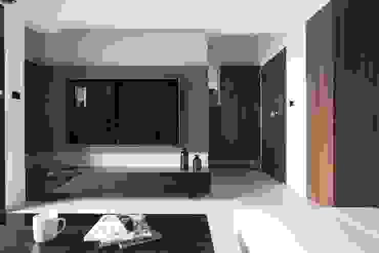量身打造的恬靜 現代風玄關、走廊與階梯 根據 昕益有限公司 現代風