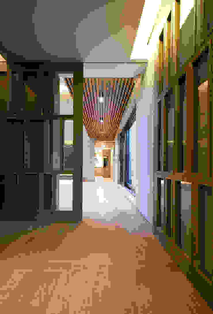 Design Tomorrow INC. Koridor & Tangga Gaya Asia