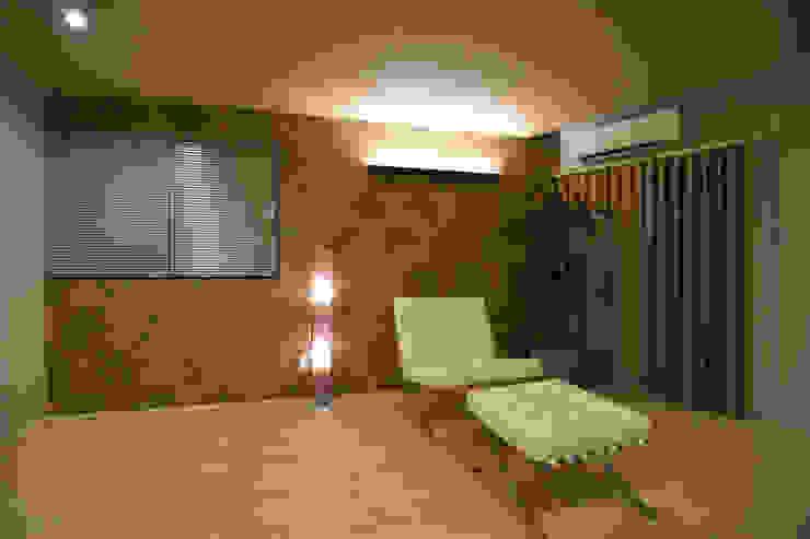 居室 モダンスタイルの寝室 の Style Create モダン