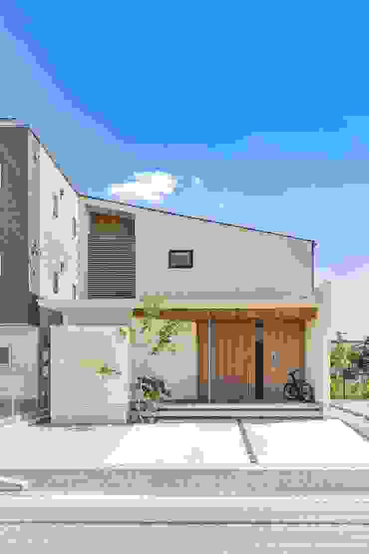 現代房屋設計點子、靈感 & 圖片 根據 WORKS WISE 現代風