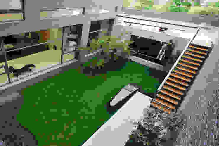 外觀整建 SF House 根據 黃耀德建築師事務所 Adermark Design Studio 簡約風