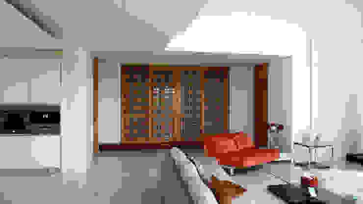 客廳與和室 根據 黃耀德建築師事務所 Adermark Design Studio 簡約風