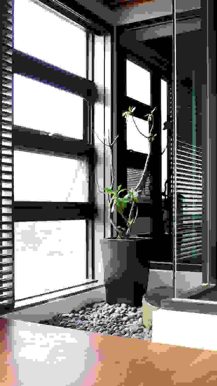 浴室造景 根據 黃耀德建築師事務所 Adermark Design Studio 簡約風
