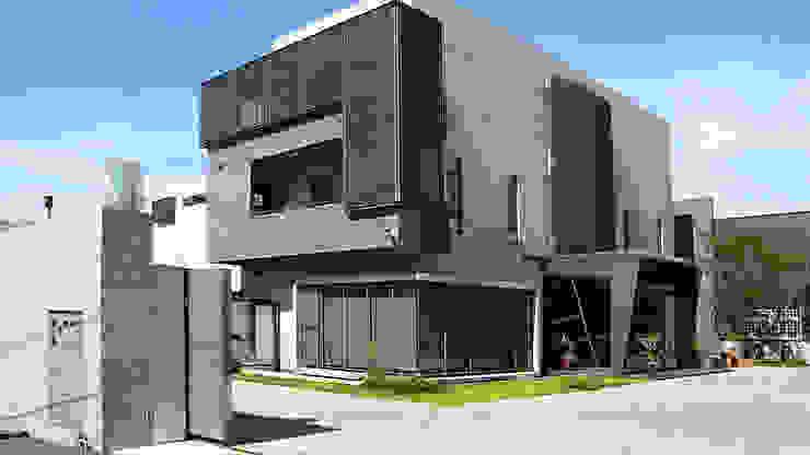 建築物正立面 根據 黃耀德建築師事務所 Adermark Design Studio 簡約風