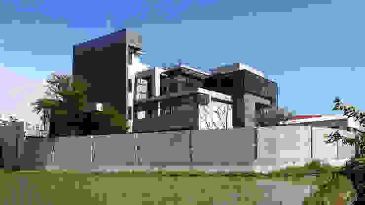 建築物背面 根據 黃耀德建築師事務所 Adermark Design Studio 簡約風