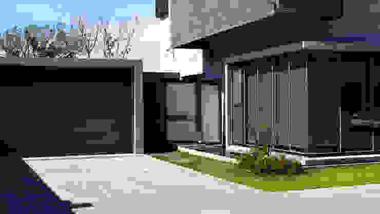 住宅入口鐵件設計 根據 黃耀德建築師事務所 Adermark Design Studio 簡約風