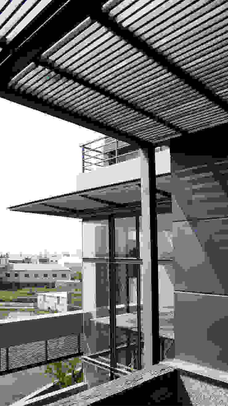 遮陽格柵 根據 黃耀德建築師事務所 Adermark Design Studio 簡約風
