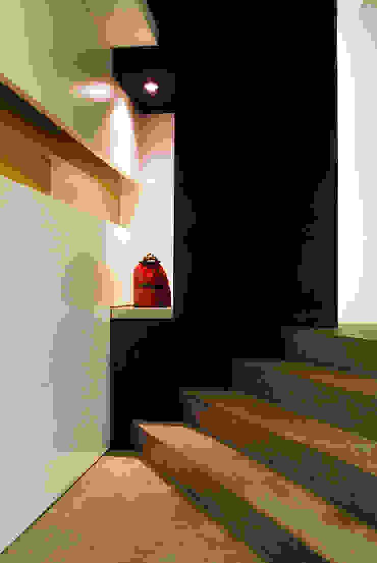 by 黃耀德建築師事務所 Adermark Design Studio Modern