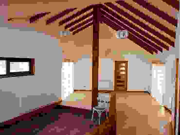 Vista Living Comedor Livings de estilo clásico de Nomade Arquitectura y Construcción spa Clásico Madera Acabado en madera
