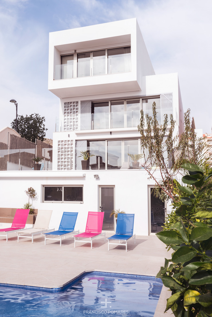 Vivienda de lujo de 3 dormitorios en 3 alturas con piscina y sótano Piscinas de estilo moderno de Francisco Pomares Arquitecto / Architect Moderno
