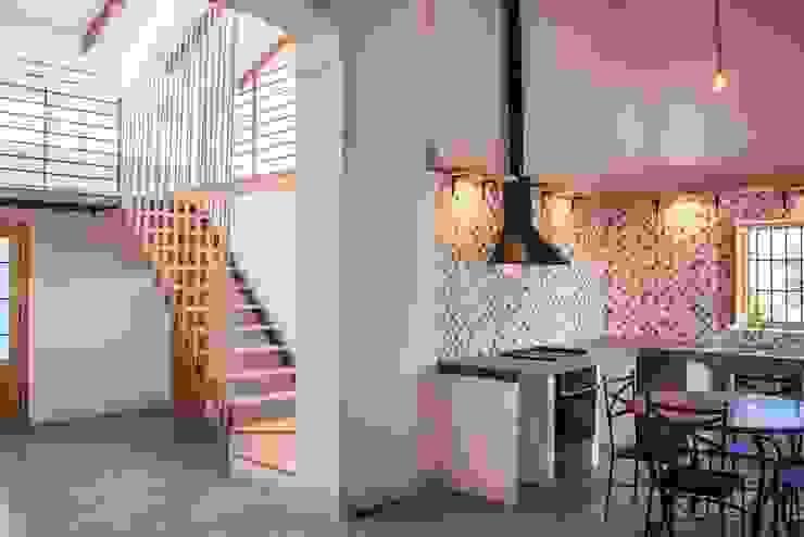 Comedor, altillo y espacio a doble altura Cocinas de estilo rural de Francisco Pomares Arquitecto / Architect Rural