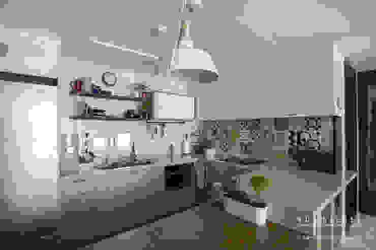 [30평]단 하나뿐인 나만의 공간 홈 인테리어 양재동파크사이드의 풀스토리 by 범블비디자인 30평대인테리어 에클레틱 주방 by 범블비디자인 에클레틱 (Eclectic)