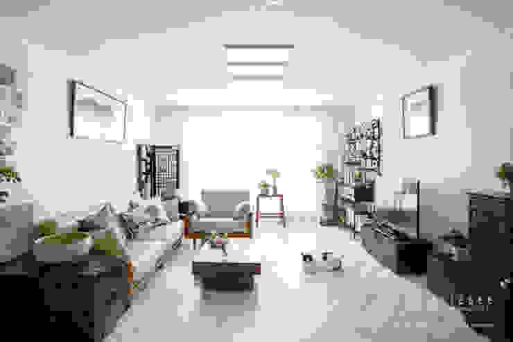 [30평]단 하나뿐인 나만의 공간 홈 인테리어 양재동파크사이드의 풀스토리 by 범블비디자인 30평대인테리어 에클레틱 거실 by 범블비디자인 에클레틱 (Eclectic)