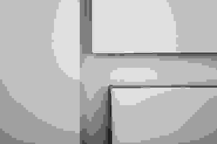 Wall Details Camera da letto minimalista di Domenico Architetto Moschetto Minimalista