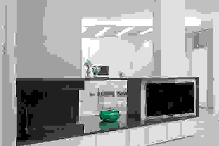 casa Iol mera architetti Ingresso, Corridoio & Scale in stile moderno