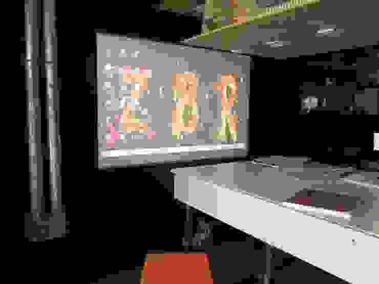 by estudioZBR & asociados Rustic Engineered Wood Transparent