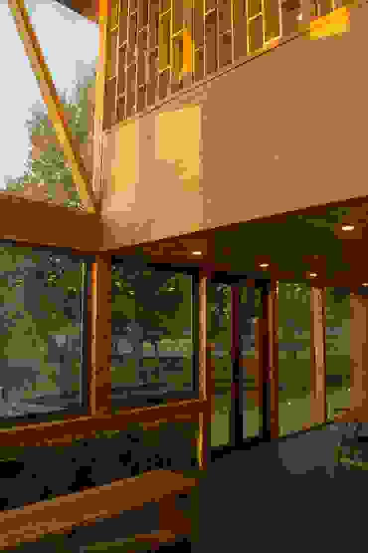 Doble Altura Cocina de PhilippeGameArquitectos Moderno Derivados de madera Transparente