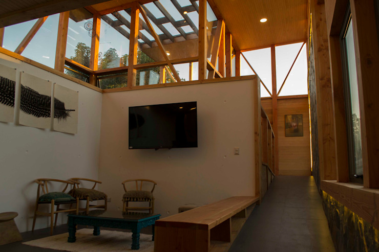 Doble Altura homify Livings de estilo moderno Concreto reforzado Blanco
