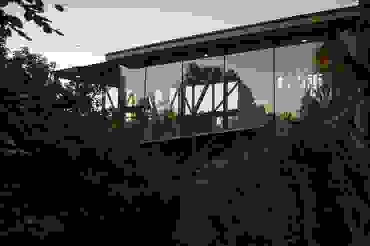 Muro Cortina Sur homify Casas estilo moderno: ideas, arquitectura e imágenes Vidrio Acabado en madera