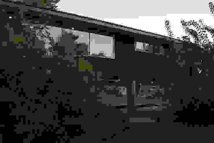 Fachada de zinc microondulado Casas estilo moderno: ideas, arquitectura e imágenes de PhilippeGameArquitectos Moderno Aluminio/Cinc