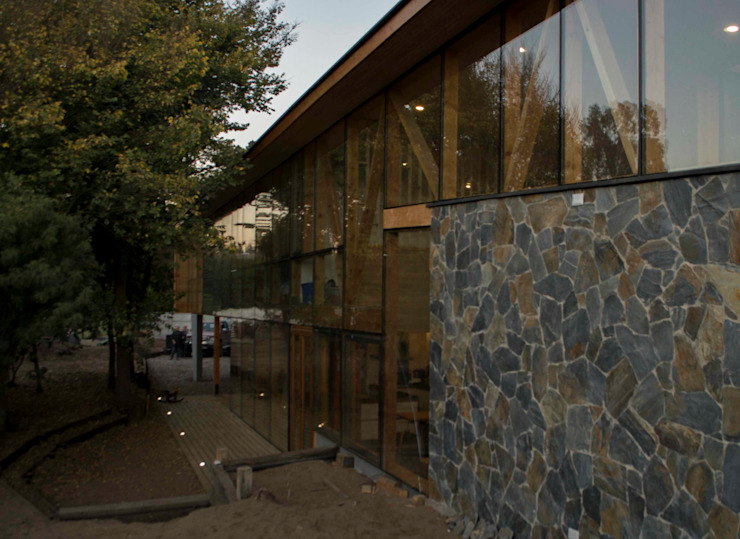 Fachada norte Casas estilo moderno: ideas, arquitectura e imágenes de PhilippeGameArquitectos Moderno Piedra