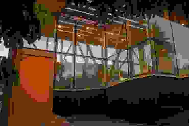 Acceso Pasillos, vestíbulos y escaleras modernos de PhilippeGameArquitectos Moderno
