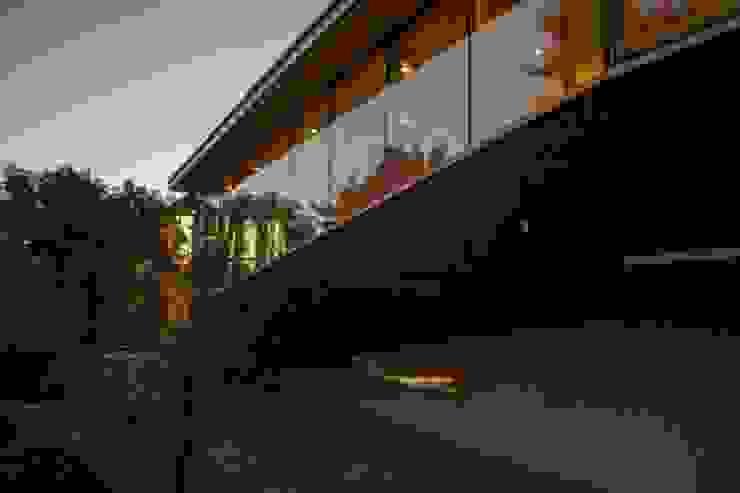 Rampa y cocina hundida Casas estilo moderno: ideas, arquitectura e imágenes de PhilippeGameArquitectos Moderno Concreto reforzado