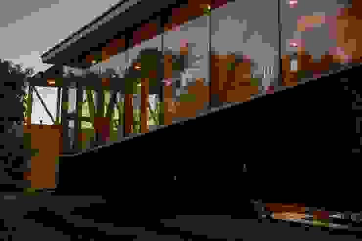 Muro cortina y muro hormigon homify Casas estilo moderno: ideas, arquitectura e imágenes Concreto reforzado
