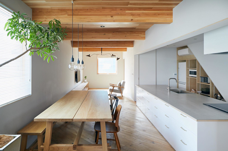 Dining room by .8 / TENHACHI, Modern