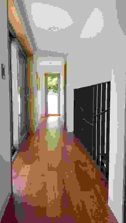 청주시 단독주택 컨트리스타일 복도, 현관 & 계단 by 건축사사무소 CSU 컨트리