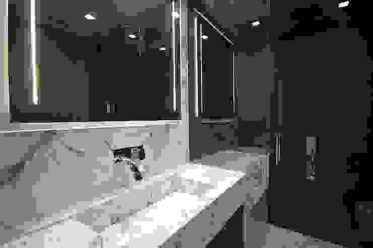 Bagno Master Bagno moderno di studiodonizelli Moderno Marmo