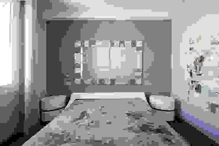 Camera master Camera da letto moderna di studiodonizelli Moderno Legno Effetto legno